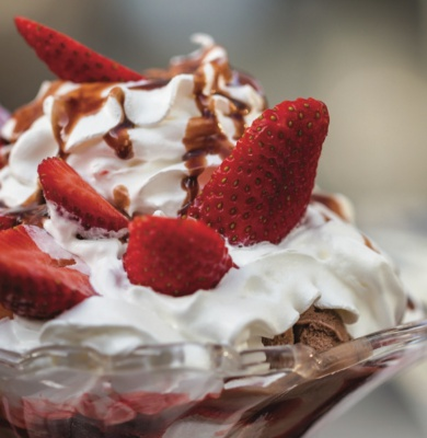 strawberry border sundae